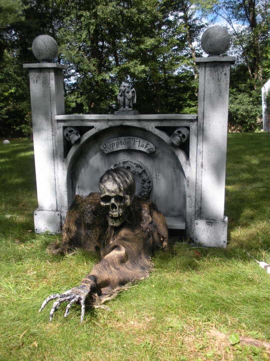 Halloween grabber