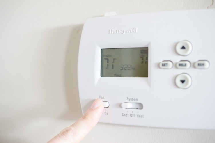 Cleaning tips to save time - turn off ac before dusting