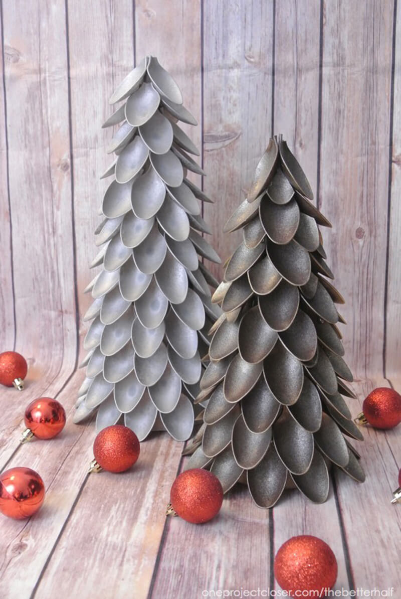 DIY dollar store christmas decor - plastic spoon christmas tree