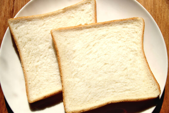 Bread slices can collect glass shards