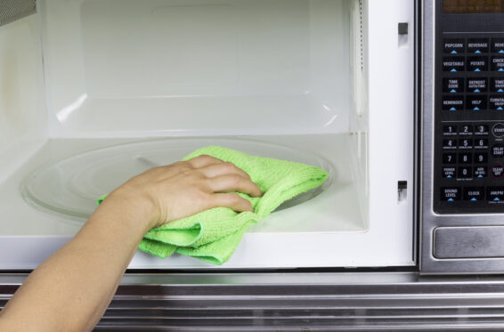 Clean microwave with vinegar and water